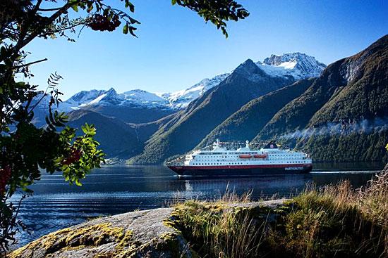 Un navire Hurtigruten sillonnant les mers du Nord