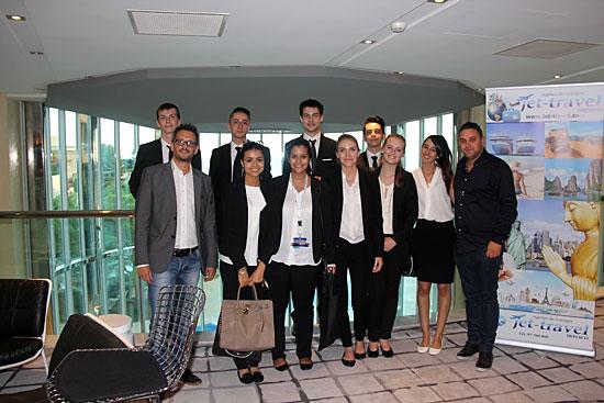 De gauche à droite : Massimo Voyat (Responsable de l'agence Webcroisieres.com), l'équipe chargée de l'accueil des visiteurs, votre conseiller Webcroisieres.com Alan