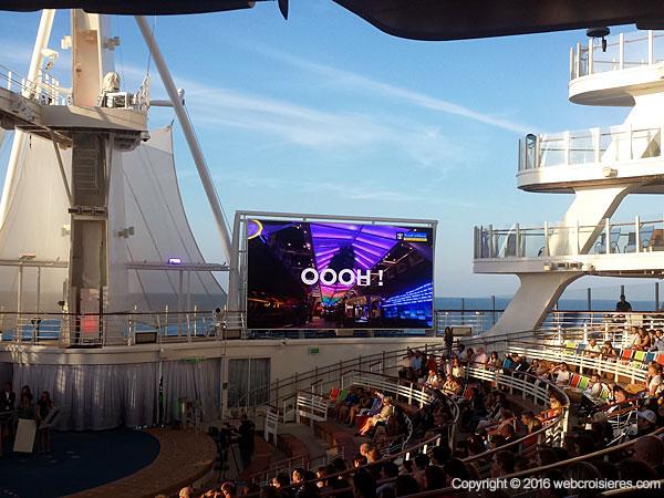 Ecran de l'Aqua theater de l'Harmony of the Seas