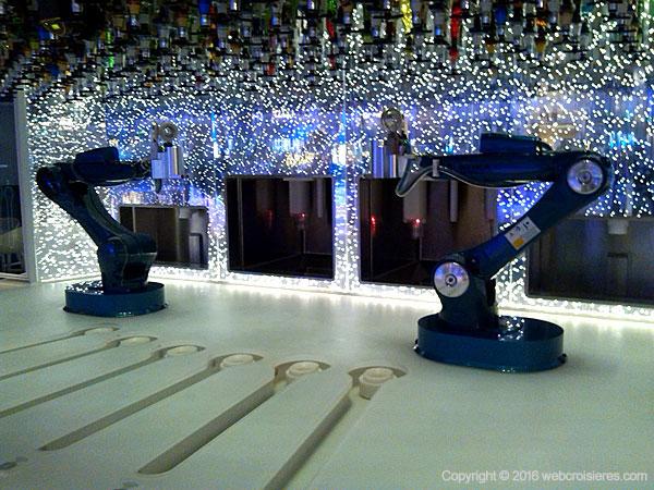 Le Bionic Bar : pour déguster un cocktail réalisé par un barman robot !