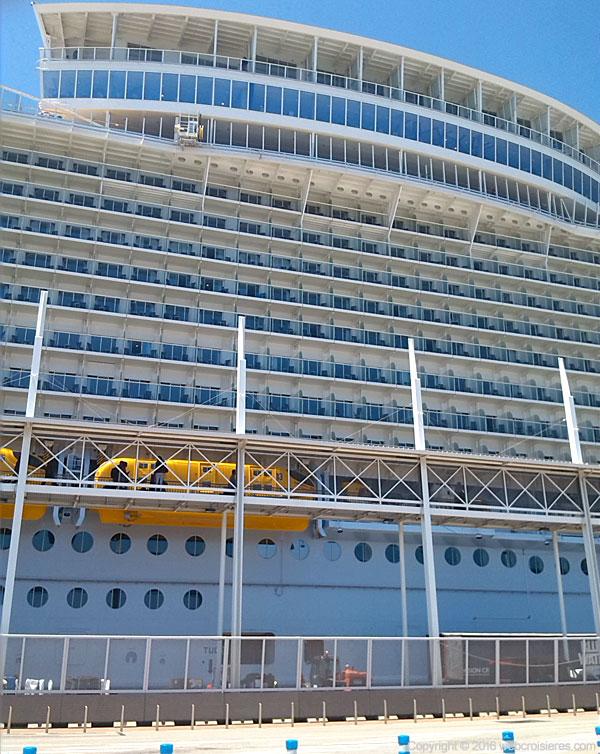 L'Harmony of the Seas a une capacité d'accueil de plus de 8000 personnes (équipage compris)