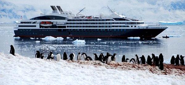 Navire de la compagnie Ponant au Groenland