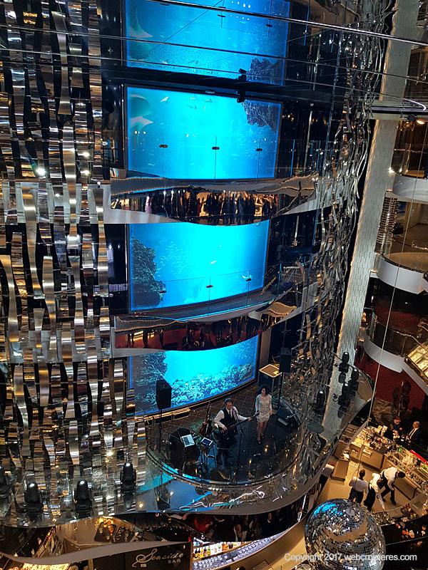 L'atrium du MSC Seaview qui s'étend sur quatre ponts