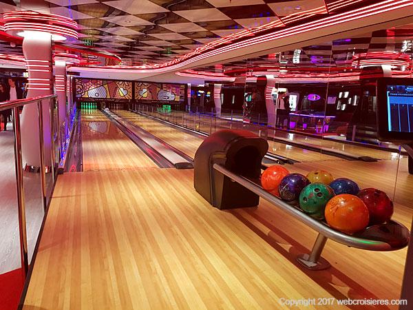 Le jeu de bowling et ses deux pistes MSC Seaside