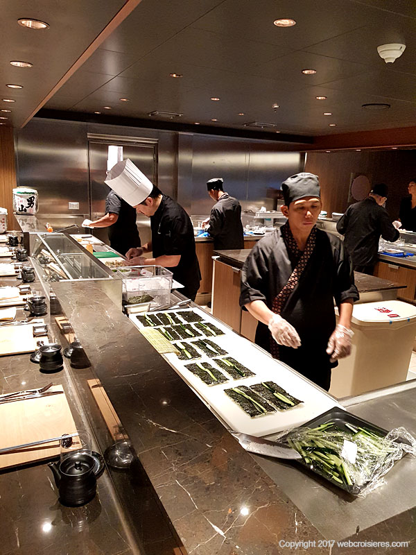 Cuisiniers du restaurant de teppanyaki MSC Seaside