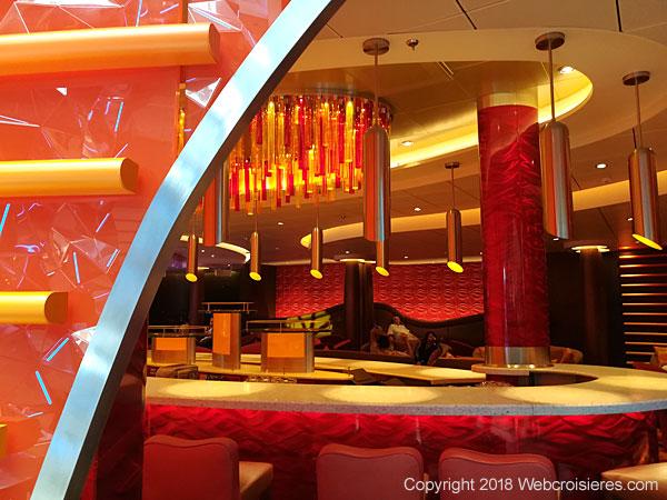 Un des nombreux bars présents sur le Symphony of the Seas