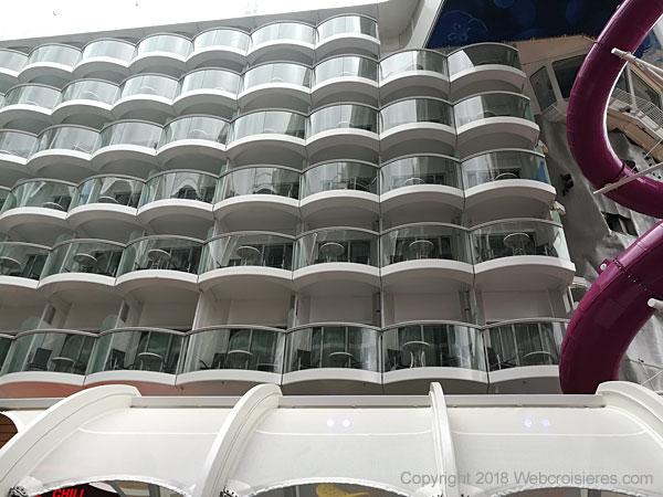 Vue sur les cabines avec balcon