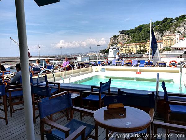 Piscine en poupe du Club Med 2