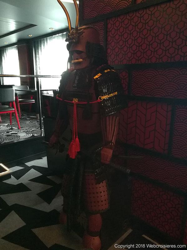 Statue japonaise devant le restaurant
