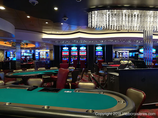 Les tables de jeu du casino du Symphony of the Seas