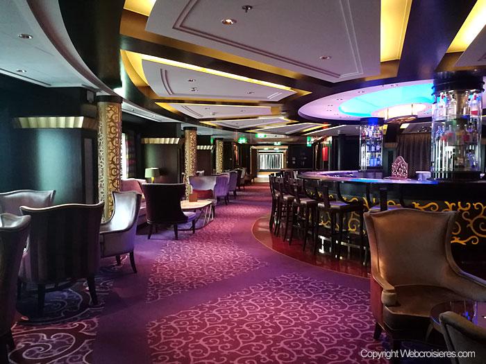 Un des nombreux bars présents sur le Celebrity Reflection
