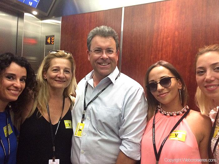 Une partie de l'équipe de Jet-travel avec au centre Maurizio Spinetta (PDG)