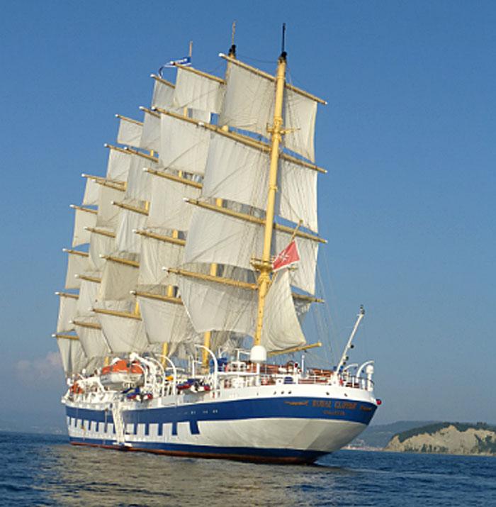 Notre navire déployant ses 6500 m2 de voiles et repartant pour de nouvelles aventures