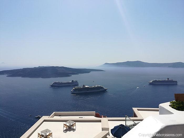 La magnifique vue sur Santorin qui s'offre à nous