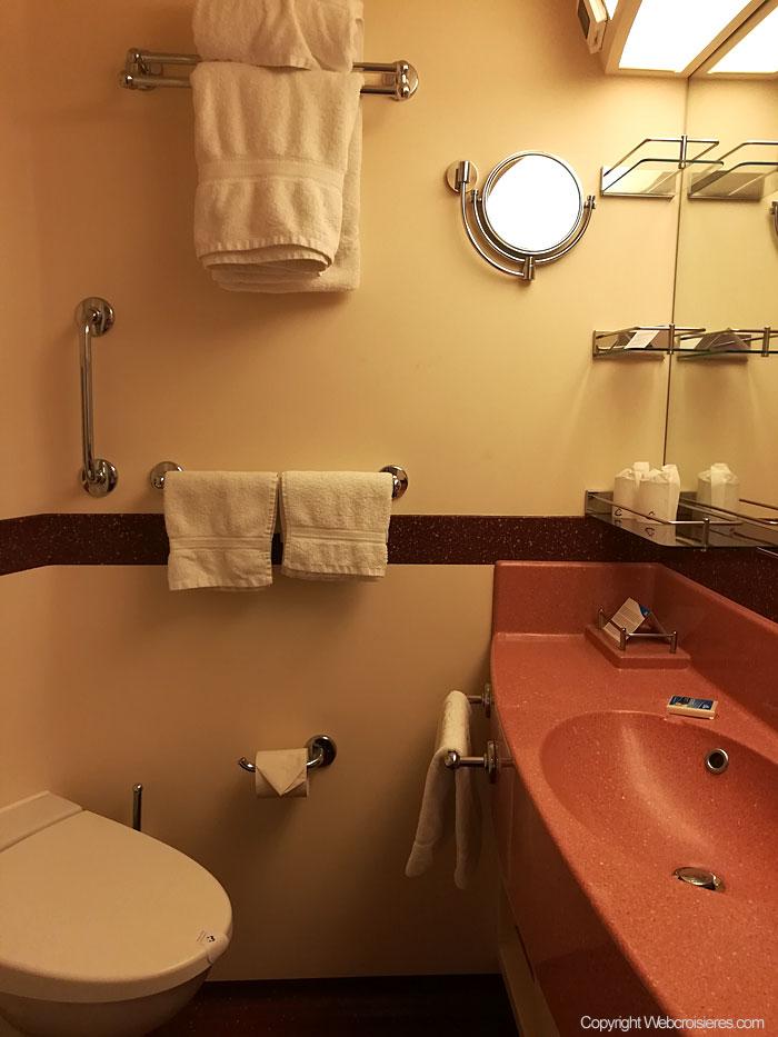 salle de bain cabine extérieure avec balcon Costa Luminosa