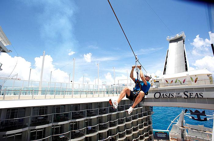 La tyrolienne présente à bord de l'Oasis of the Seas