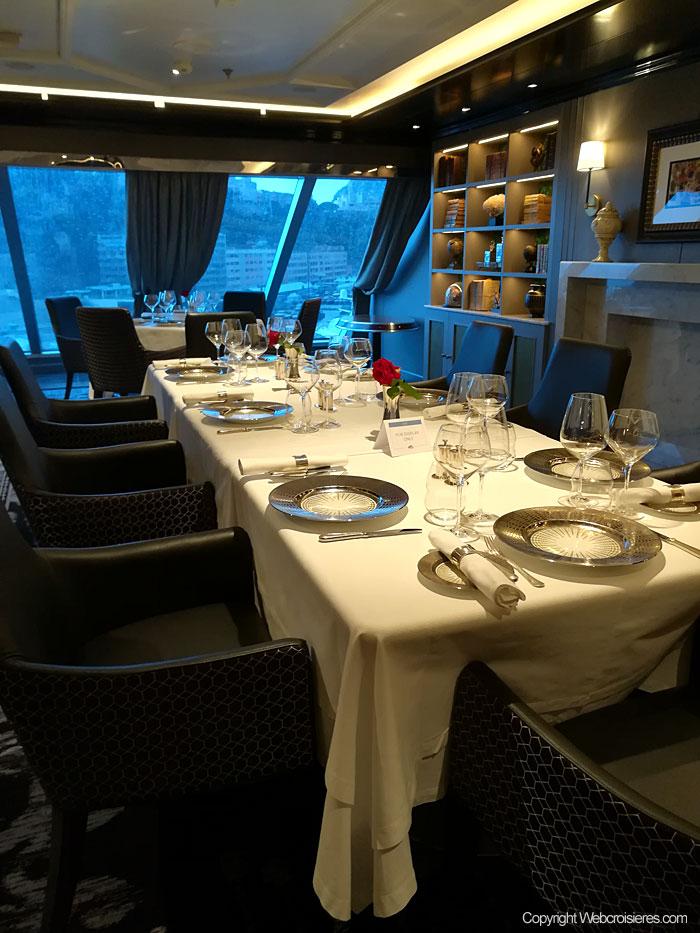 Table de la salle à manger privée