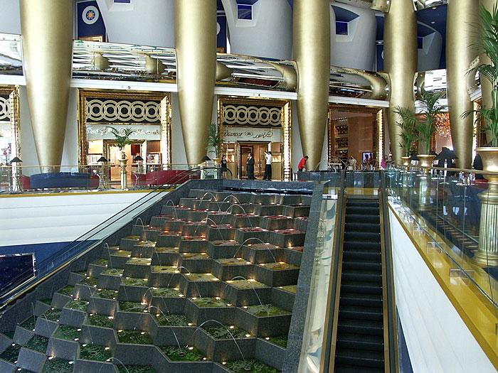 Le Burj-Al-Arab à Dubaï : vue de l'intérieur
