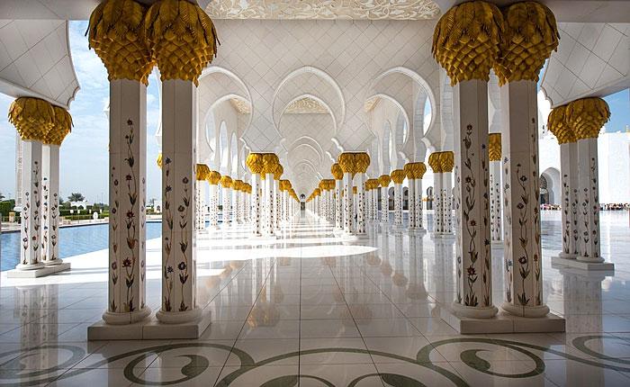 Mosquée Cheikh Zayed à Abu Dhabi : vue sur les colonnes