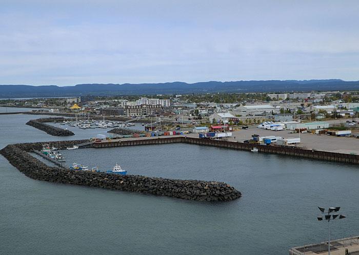Port et vue partielle de Sept-Iles
