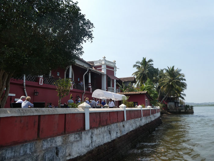 Restaurant au bord de la rivière Mandovi